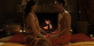 Erste Berührung beim Tantra (Screenshot aus der DVD Anleitung Prostata-Massage, Dirk Liesenfeld)